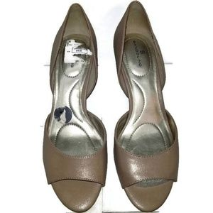 NEW Bandolino Heels Shoes Shimmery Nude Size 7M